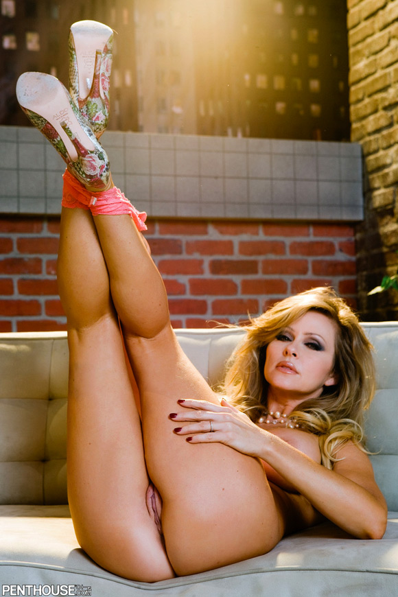 dyanna-lauren-naked-penthouse-girl