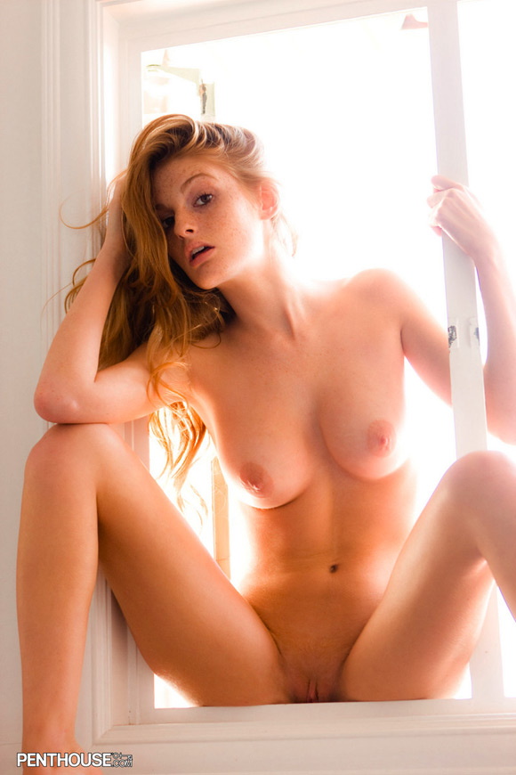faye-reagan-naked-penthouse-girl-5