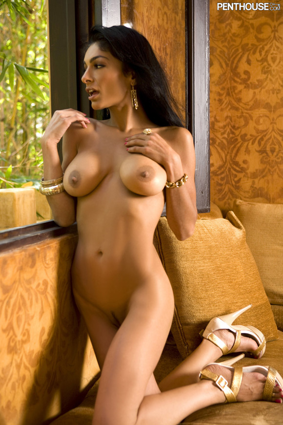 persia-pele-naked-penthouse-girl